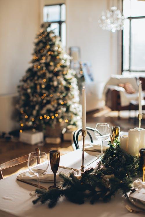 Италија заблеска во празнична атмосфера со Божиќните елки што носат вистинска магичност